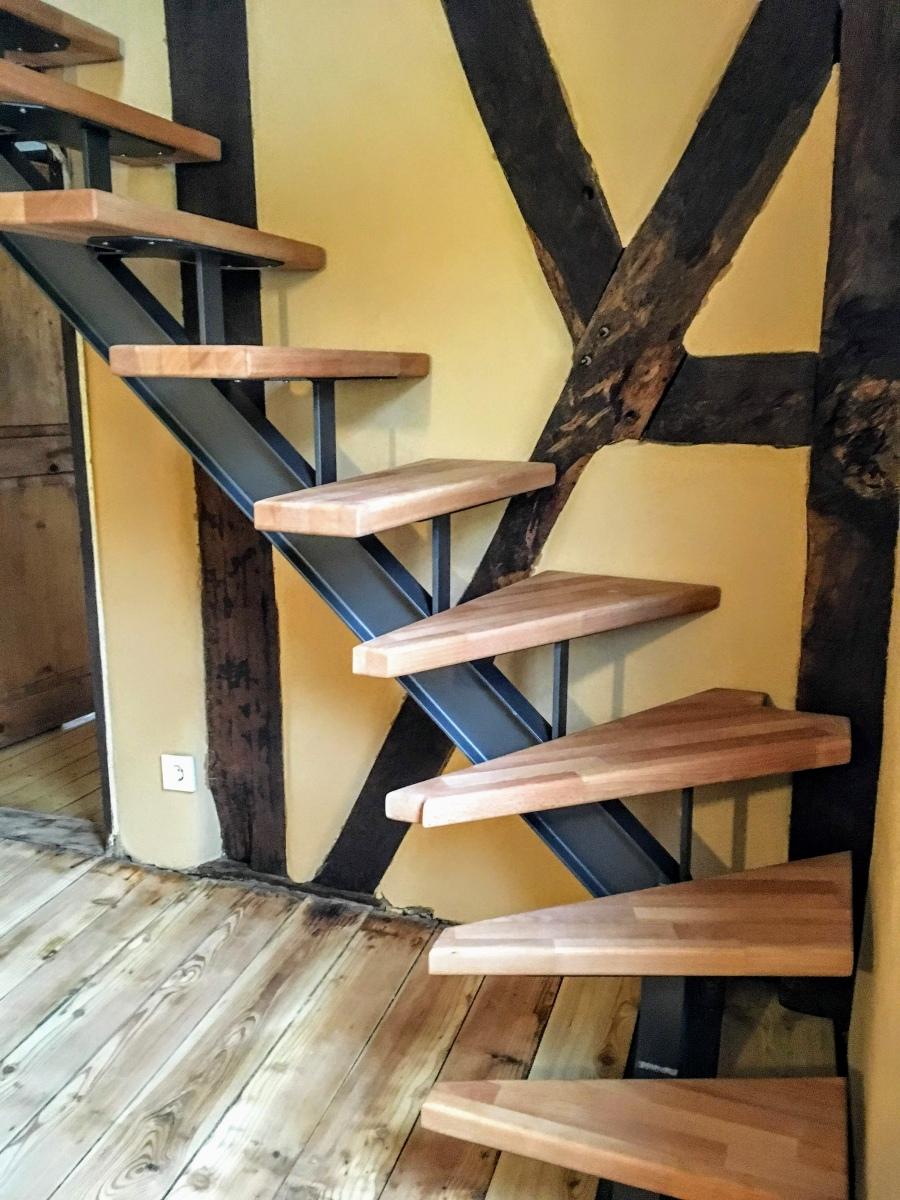 Vollholzstufen auf Stahltreppe im Altbau