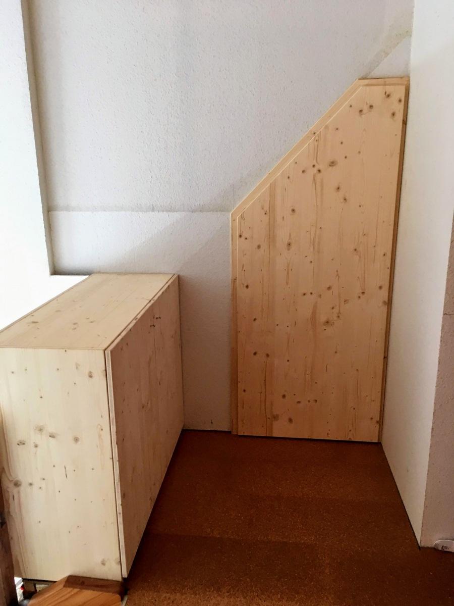Handgefertigte Abstellkammertür und Aufbewahrungsschrank