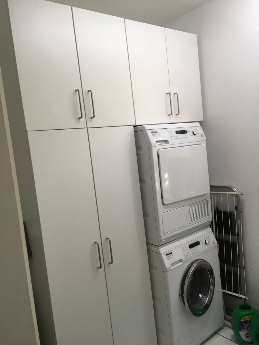Schranksystem auf Maß in einer Waschküche